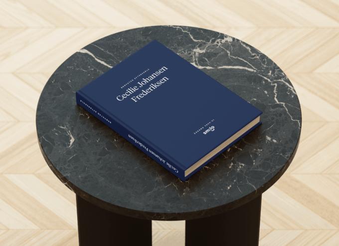 Lavet I samarbejde med topdesigner er Smilos blå bog den lækreste blå bog der findes på markedet